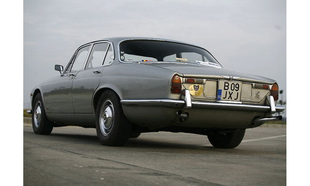 historic cars rental jaguar xj6 series 1 1969. Black Bedroom Furniture Sets. Home Design Ideas